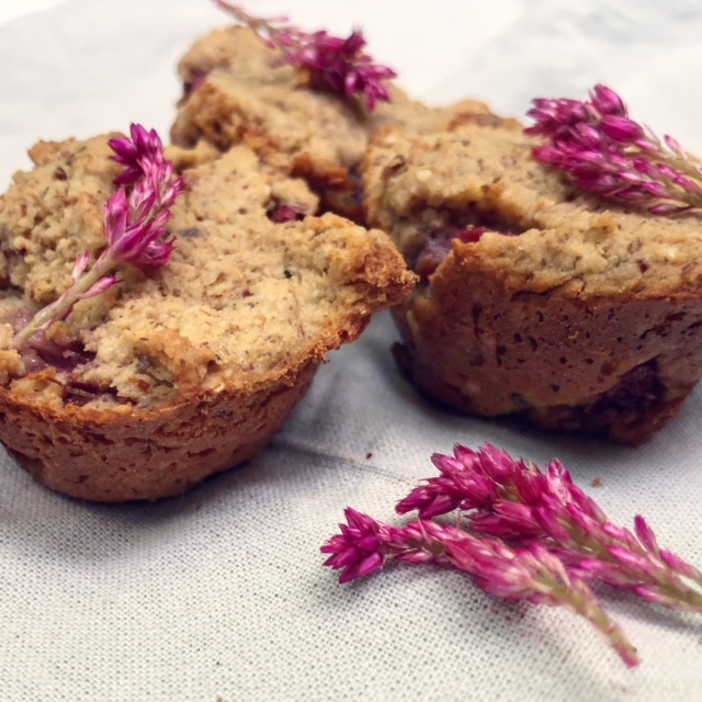 Vegan strawberry muffins and pink flowers